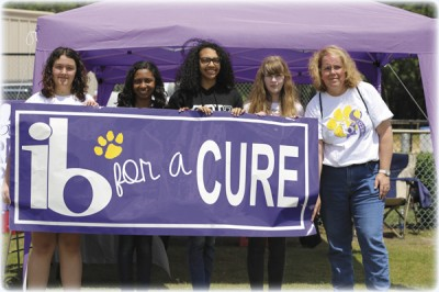 Students honor former IB coordinator by raising  funds to fight cancer