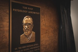 FMU dedicates Tom Roop Physiology Lab