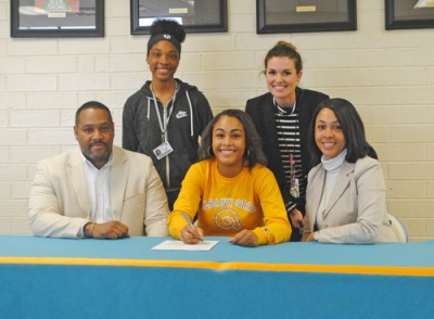 SIGNS WITH ALBANY STATE