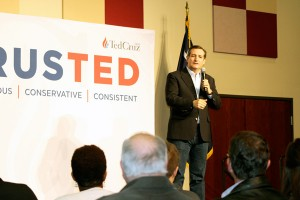 Over 600 come out to see Ted Cruz